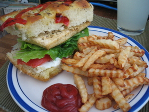 Tofu_sandwich_n_fries